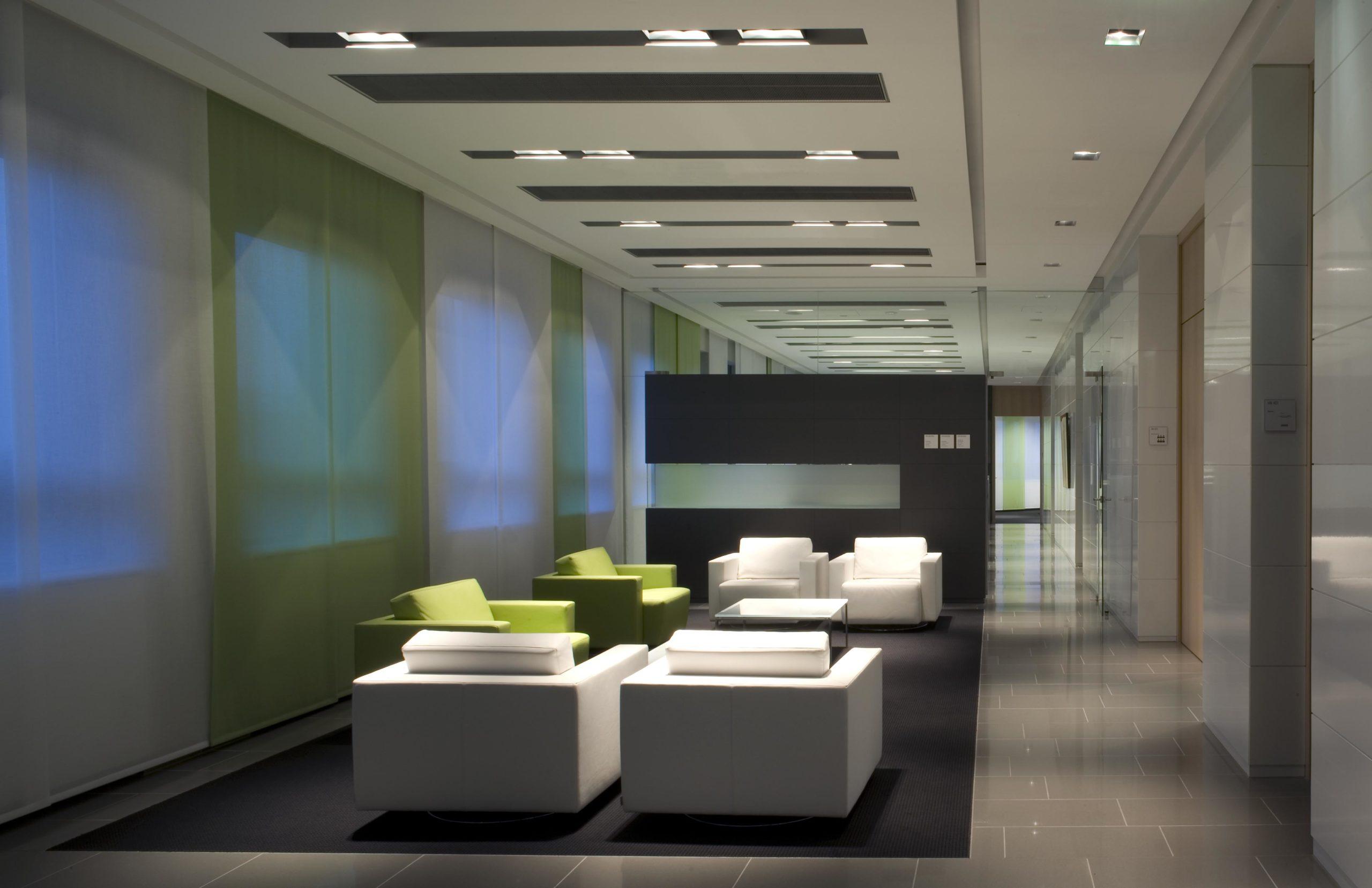 Büro-u.-Geschäftshaus-Bodenbeläge-und-Wandbeläge-scaled