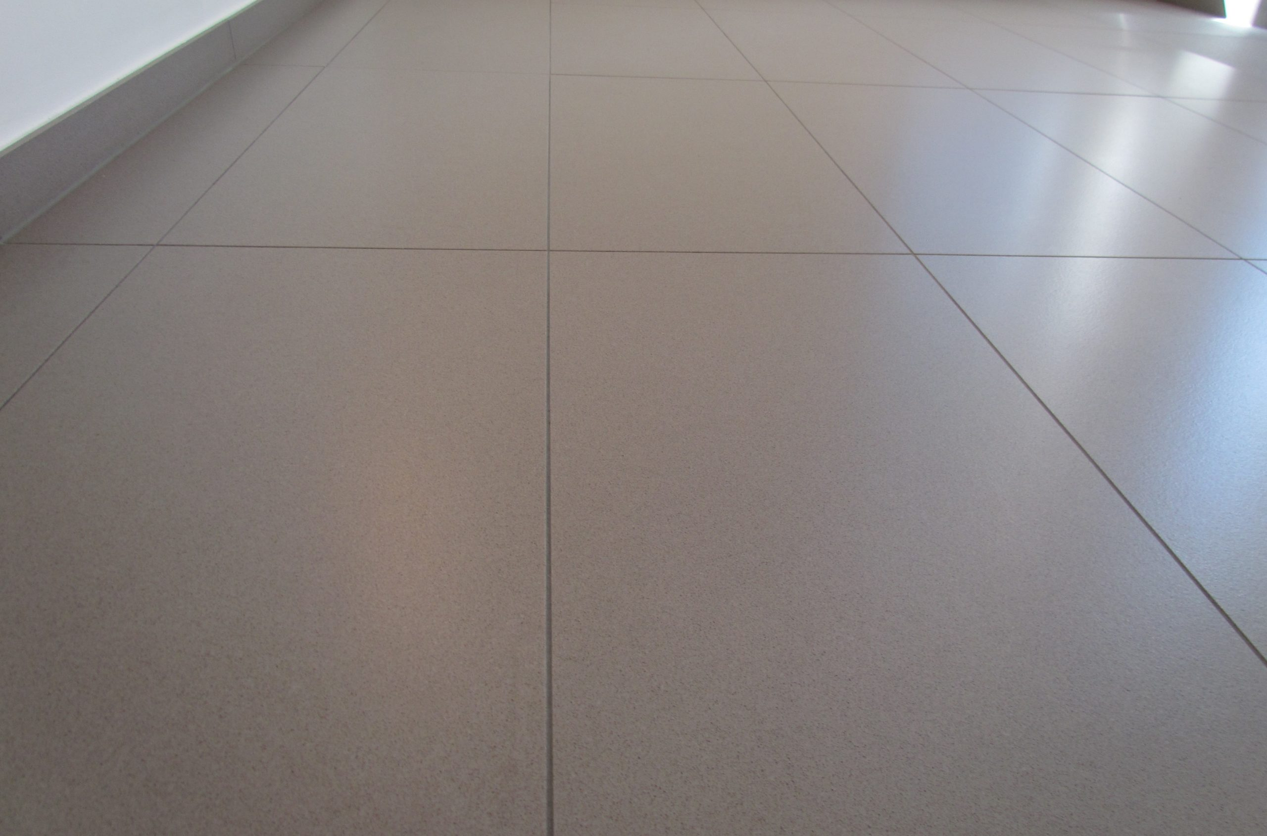 grau-rutschhemmend-Oberflächenfinish-2-scaled